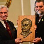 Роланд Франко та голова Української спілки образотворчих мистців Канади скульптор Олег Лесюк